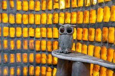 The Owl House in Nieu-Bethesda is one of the fifty national heritage places of South Africa - decorated in an unusual style with interesting concrete sculptures in the yard, created by the hands of Helen Martins. Crazy Houses, Concrete Sculpture, Owl House, Nelson Mandela, Outsider Art, South Africa, Sculptures, Mecca, Heartland