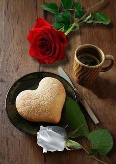 Buenos días shared by María José on We Heart It Coffee Cafe, My Coffee, Coffee Drinks, Brown Coffee, Good Morning Coffee, Coffee Break, Gif Café, Pause Café, Chocolate Caliente
