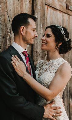Si estás preocupado por cómo saldrás en las fotos del gran día, aquí te contamos algunos truquitos. #bodas  #bodasnet #novios #noviasespaña #bodaespaña #noscasamos #amor #españa #spain #es #novia2018 #novia2019 #pinespaña #espana #inspiración #decoraciondeboda #boda2019 #fotos #fotosdeboda #fotosparaeldiadelaboda #fotosoriginales #sonrisa #fotografos #foto #ideasparafotos Couples, Couple Photos, Wedding, Ideas, Amor, Boyfriends, Wedding Pictures, Smile, Wedding Decoration