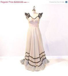A stellar black and white evening gown from the 1940s.  By Daisy & Stella on Etsy.