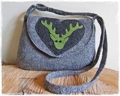 *Trachtentasche aus Wollwalk in Grau zum Umhängen, Innenfutter, Herz-Applikation aus Trachtenstoff mit Hirschkopf aus Filz, Magnetdruckknopf,*