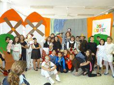 Los alumnos de 4º A realizaron un teatro sobre D. Quijote de la Mancha para todos los alumnos del colegio.
