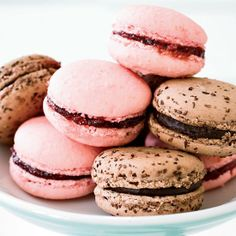 These incredible #raspberry #macarons made with #almond flour are completely gluten-free