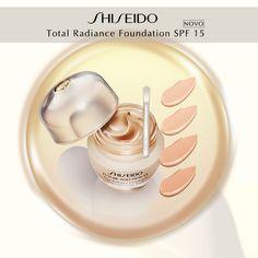 As maquiagens de tratamento da linha premium Future Solution LX da Shiseido proporcionam um acabamento natural, bloqueiam a oleosidade ao longo do dia, hidratam, previnem o envelhecimento e melhoram as manchas. Veja algumas tecnologias da Base Total Radiance Foundation FPS 15:  Micro-Fit Technology - nova descoberta patenteada pela Shiseido: Oferece conforto e longa duração, mesmo após várias movimentações musculares. Com esse ativo, a maquiagem não craquela.  Skingenecell 1P - descoberta…