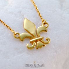 Stunning gold fleur-de-lis necklace handmade in Greece by A. Solid sterling silver with an impressive gold plated polished finish! Arrow Necklace, Gold Necklace, Pendant Necklace, Firenze, Handmade Necklaces, Jewels, Sterling Silver, Elegant, Fleur De Lis