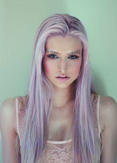 15 Ideas for pastel purple hair. Top hair colors for long hair. Different shades of pastel purple hair. Gorgeous pastel purple hair for girls. Violett Hair, Pastel Lavender Hair, Pink Hair, White Hair, Blue Hair, Glitter Eyebrows, Glitter Makeup, Glitter Face, Glitter Eyeshadow
