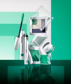 Happy St. Patty's Day! It's the perfect excuse to try this delicious emerald makeup collection from Sephora & Pantone Universe.