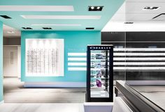 Le projet Doyle Optométristes & Opticiens : une réalisation d'A2 Design. A2 Design : la référence en matière d'architecture commerciale et en design intérieur.