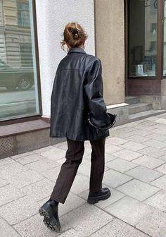 00s Mode, Mode Kpop, Leather Jacket Outfits, Blazer Outfits, Black Leather Jacket Outfit, Vintage Leather Jacket, Black Boots, Mode Outfits, Fall Outfits