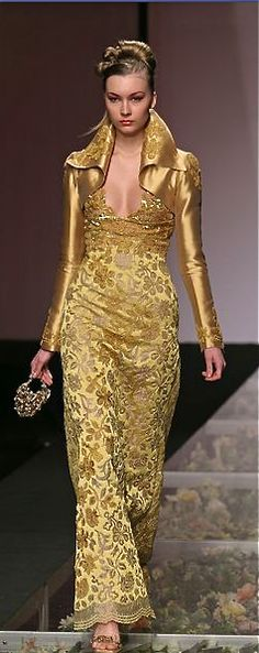 Evening gown, couture, evening dresses, formal and elegant Tony Ward Image Fashion, Gold Fashion, High Fashion, Womens Fashion, Tony Ward, Style Haute Couture, Couture Fashion, Fashion Vestidos, Mode Glamour