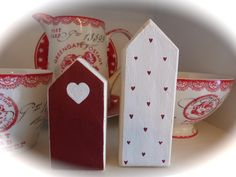 Latest Images Wood block crafts valentines Suggestions There are numerous ways to use solid wood characters including making use of them to get homemade pr Scrap Wood Crafts, Wood Block Crafts, Wooden Crafts, Diy Wood Projects, Projects To Try, Homemade Valentines, Valentine Crafts, Christmas Crafts, Wood House Design
