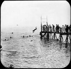 Eugène Trutat (1840-1910): Baigneurs près dun ponton, Le Havre (5637164271)