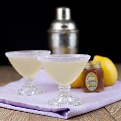 Our Lavender Rim Sugar is the perfect combination of sweet and floral notes, and just a hint of soft purple color to add sparkle and a fun accent for your craft cocktails. We use organic culinary lave Lavender Martini, Lavender Cocktail, Lavender Lemonade, Lavender Buds, Lavander, Cocktail Garnish, Cocktail Drinks, Cocktail Recipes, Alcoholic Drinks