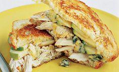 Sándwich de pollo con queso fundido