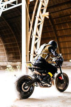 The SC Rumble custom Ducati Scrambler was created by Vibrazioni Art Design in collaboration with Ducati and Pirelli, and it's definitely different Porsche, Audi, Bmw, Street Tracker, Ducati Motorcycles, Cars And Motorcycles, Rock And Roll, Scrambler Moto, Pirelli Tires