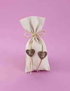 Μπομπονιέρα Γάμου Πικέ Πουγκί με Μονογράμματα σε Καρδιές