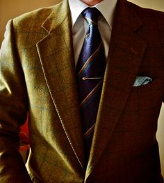 I have a Harris Tweed windowpane in a very similar color combination to this, and it's always tough to find a suitable shirt and tie.  The challenge is to bring out the color of the jacket rather than overwhelming it or letting it fade.  Well done, here.