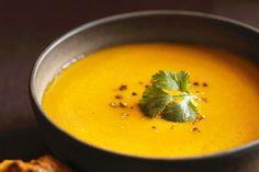 Vous n'avez jamais goûté à de la soupe à la citrouille? Essayez cette excellente recette: une soupe crémeuse, même si elle ne contient pas une goutte de crème!