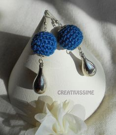 Orecchini a pallina all'uncinetto blu argento di CREATIVISSIME su DaWanda.com