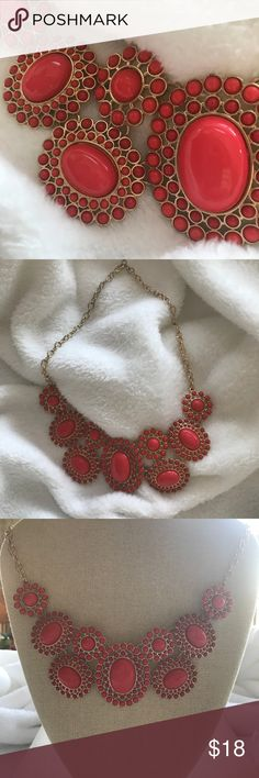Statement necklace. Like new Jewelry Necklaces