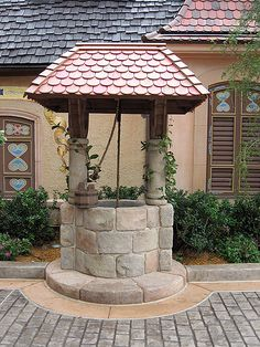 Wishing well - This would make a cute outdoor fish tank / pond if done right. Outdoor Projects, Garden Projects, Outdoor Decor, Garden Paths, Garden Landscaping, Gardening Websites, Diy Bird Feeder, Water Well, Garden Fountains