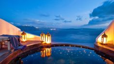 Andronis Luxury Suites: The suites outdoor Jacuzzis really come into their own as night falls.