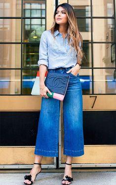 Look all jeans com pantalona curta jeans e camiseta jeans clara Denim Culottes Outfits, Cardigan Outfits, Outfit Jeans, Dressy Outfits, Jean Outfits, Chic Outfits, Spring Outfits, Fashion Outfits, Culottes Street Style Casual