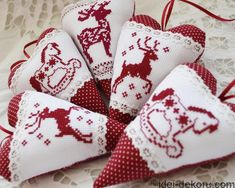 32 Ideas Embroidery Patterns Heart Sew For 2019 Cross Stitch Christmas Ornaments, Xmas Cross Stitch, Christmas Hearts, Christmas Cross, Felt Ornaments, Cross Stitching, Cross Stitch Embroidery, Embroidery Patterns, Vintage Embroidery