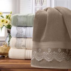 Bathroom Towel Decor, Decorative Hand Towels, Crochet Towel, Towel Crafts, Embroidered Towels, Burlap Table Runners, Linens And Lace, Curtain Designs, Table Covers