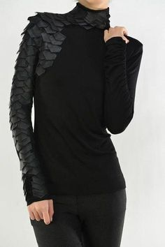 Leather Patch Shoulder Raw Moda Long Sleeves Top - Sparrow At Heart - - Herren- und Damenmode - Kleidung T-shirt Und Jeans, Women's Jeans, Goth Outfit, Gothic Mode, Look Star, Kleidung Design, Latest Fashion For Women, Womens Fashion, Unique Fashion