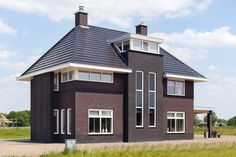 European House, Sliding Doors, Shed, Villa, Outdoor Structures, Patio, Mansions, House Styles, Modern