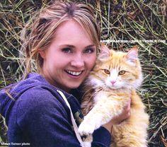 Amber with her cat Gilman Heartland Georgie, Heartland Actors, Watch Heartland, Heartland Quotes, Heartland Ranch, Heartland Tv Show, Amber Marshall, Canadian Actresses, Actors & Actresses