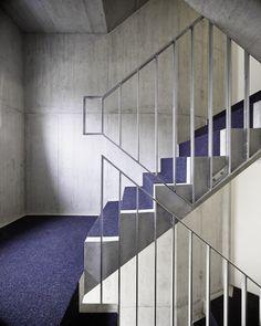 idA buehrer wuest architekten sia ag, Valentin Jeck · New Apartment Building Interior Stair Railing, Staircase Handrail, Iron Stair Railing, Railing Design, Staircase Design, Staircases, Minimalist Architecture, Sustainable Architecture, Residential Architecture