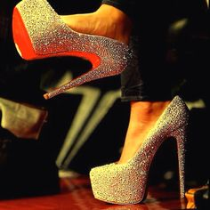 Oh Louie <3 But my feet hurt just looking at them, how does one wear them for more than 10 minutes :(
