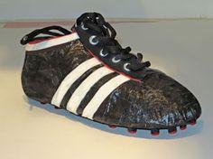 Eigen idee: Een voetbalschoen volledig digitaliseren. Zodat bij het oefenen van vrije trappen erna kon worden bekeken waar op de voet de impact is. Hierbij kan de voetballer kijken of hij op de juiste manier traint.