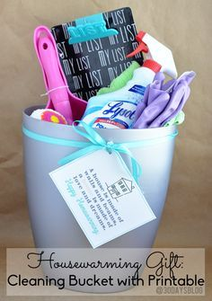Happy Housewarming Gift! A clean bucket with supplies for a new house. Cute printable included. | www.thrityhandmadedays.com
