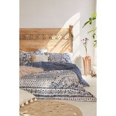 Magical Thinking Kasbah Worn Carpet Comforter ($149) ❤ liked on Polyvore featuring home, bed & bath, bedding, comforters, lilac, lavender bedding, lavender comforter, floral comforters, cotton bedding and lilac comforter