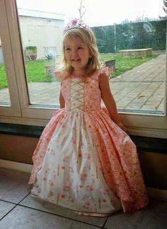 KaatjeNaaisels: Prachtige prinsessenjurk die ik ooit zeker ook eens maak voor mijn Tessje prinsesje!