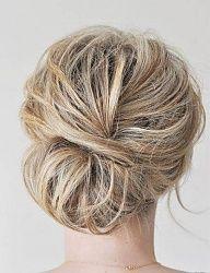 Tysiące zdjęć fryzur ślubnych ze wszystkich rodzajów i długości włosów, najmodniejsze fryzury ślubne 2016/2017. Fryzury ślubne które przetrwają cała noc zabawy! Upięcia i fryzury ślubne z ozdobami z włosów krótkich, średnich i długich we wszystkich kolorach. Dobierz fryzurę ślubną pasującą do Twoich włosów i twarzy. - Strona 5