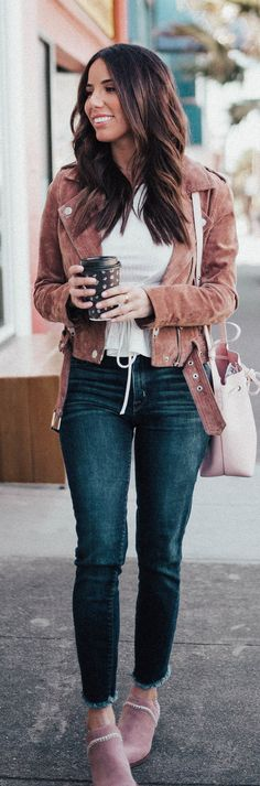 #spring #outfits woman wearing brown suede jacket with blue denim jeans holding cup. Pic by @arianalauren