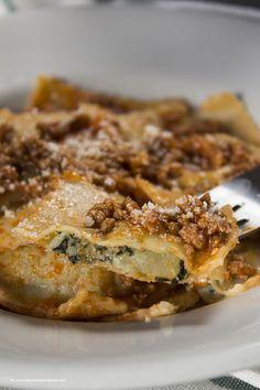 Ravioli di patate e cavolo nero con ragù di carne - La cucina spontanea - ricette, fotografie e parole.