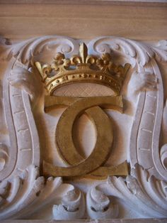 Chanel crown