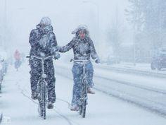 In the Netherlands most people use their bikes even in winter. Weer of geen weer, wij gaan op de fiets. Winter Day, Winter White, Winter Season, Winter Christmas, Winter Scenes, Winter Wonderland, Pictures, Amish Recipes, Dutch Recipes