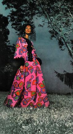 Marisa Berenson, photo by Arnaud De Rosnay, 1968 60s And 70s Fashion, Fashion Mag, Pink Fashion, Timeless Fashion, Retro Fashion, Vintage Fashion, Fashion Styles, Vintage Love, Vintage Pink