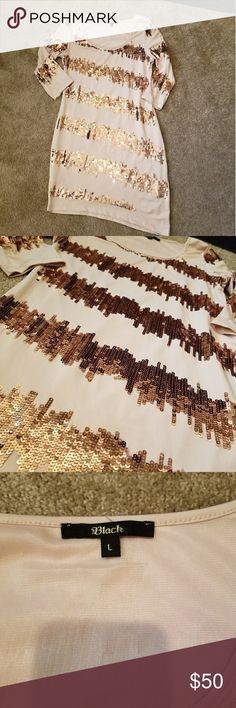 Gold Sequins Formal Dress Fitted gold sequins dress. The dress is fully lined and worn twice. It is in perfect condition Dresses Asymmetrical