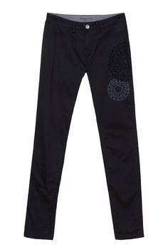 Pantaloni neri Desigual con stampe geometriche, abbinabili davvero con tutto. Un regalo più che perfetto!