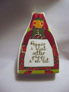Figgjo Flint Norway Pepper Shaker Folklore Pattern by centaur123, $13.50 Folklore, Norway, Pepper, Unique Jewelry, Handmade Gifts, Pattern, Etsy, Vintage, Scale