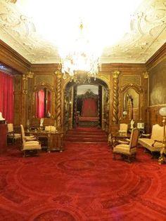 Peles castle, bedroom of my dreams :-) :-) Castle Rooms, Castle Bedroom, Exterior Design, Interior And Exterior, Peles Castle, European Decor, Palace Interior, Fantasy Castle, Royal Palace