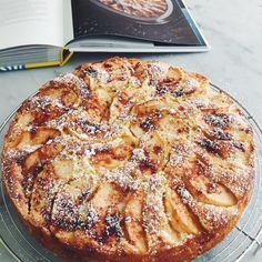 Paola's Venetian Apple Cake Apple Cake Recipes, Apple Desserts, Baking Recipes, Dessert Recipes, Apple Cakes, Quatre Quart Cake, French Apple Cake, Cupcake Cakes, Cupcakes