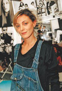 The woman behind Celine= Phoebe Philo. Phoebe, it's so good to see you. Phoebe Philo, Celine, Kirsten Dunst, Girl Inspiration, Fashion Inspiration, Dungarees, Overalls, Face And Body, Style Icons